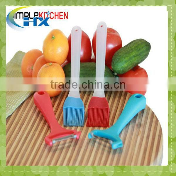 MA-180 Useful Kitchen Utensils Silicone Brush With Wooden handle