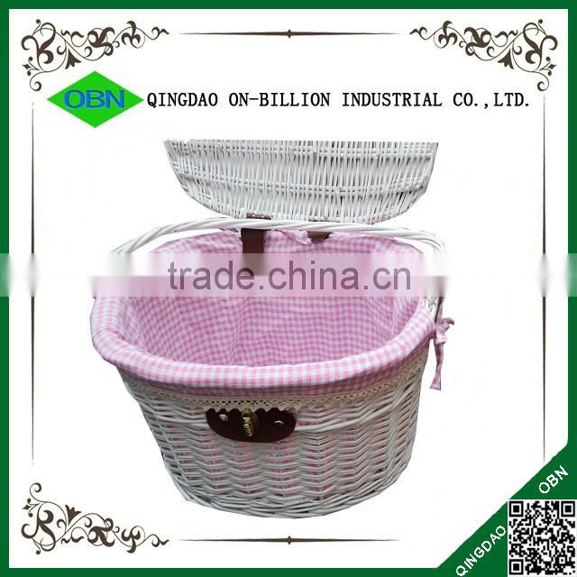 Strong lidded wicker bicycle basket for dogs