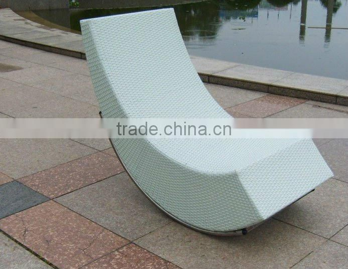 outdoor rattan round lounger