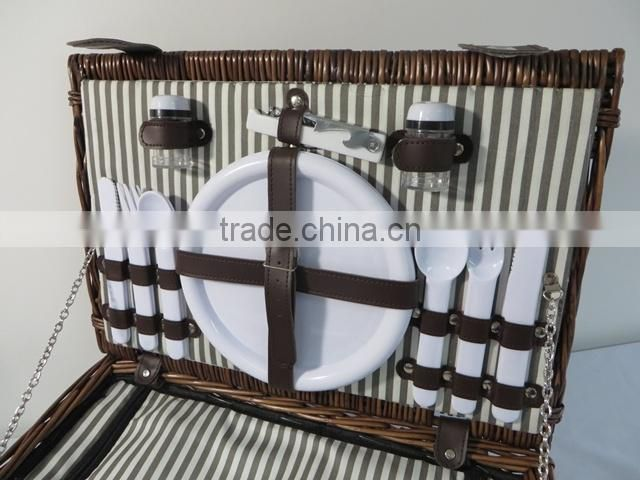 Wholesale handwoven 4 persons wicker picnic basket insulated