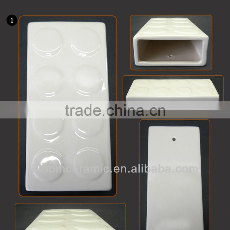"Fashional design white ceramic humidifier with metal ""S"" hook"