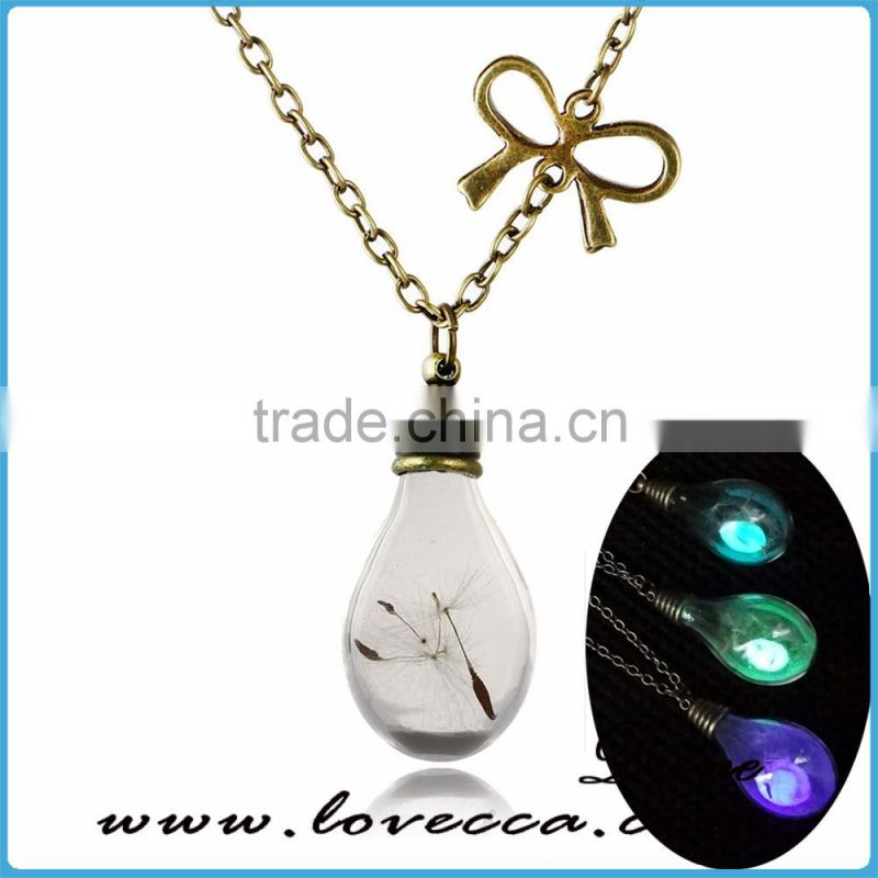 How Cool!! Glowing Magic Heart Locket Stone pendants Lights Up In The Dark