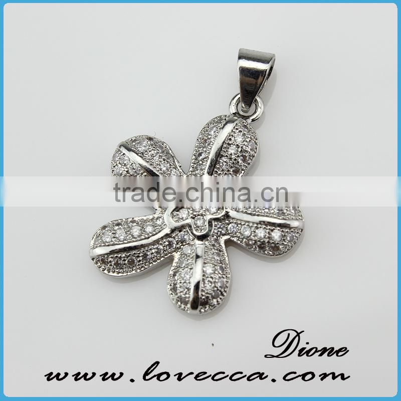 Latest Charm micropave setting crystal jewelry pendant fashion jewelry of four leaf clover pendant for sale