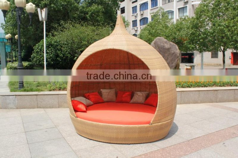 synthetic rattan sunbed with steepletop design