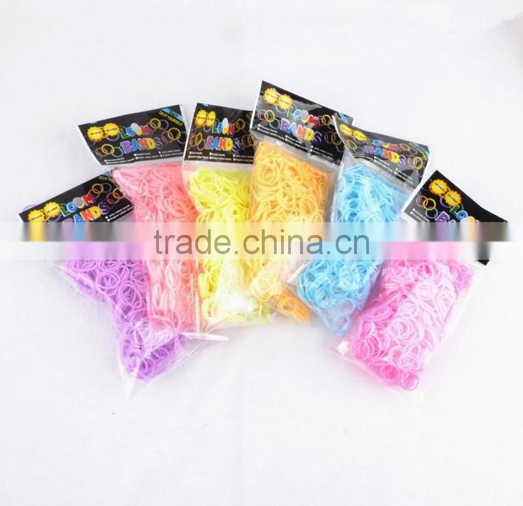 Free Shipping 600pcs Glow In The Dark Ranbow Fun Diy Colorful Loom Kit Rubber Bands Plastic Box