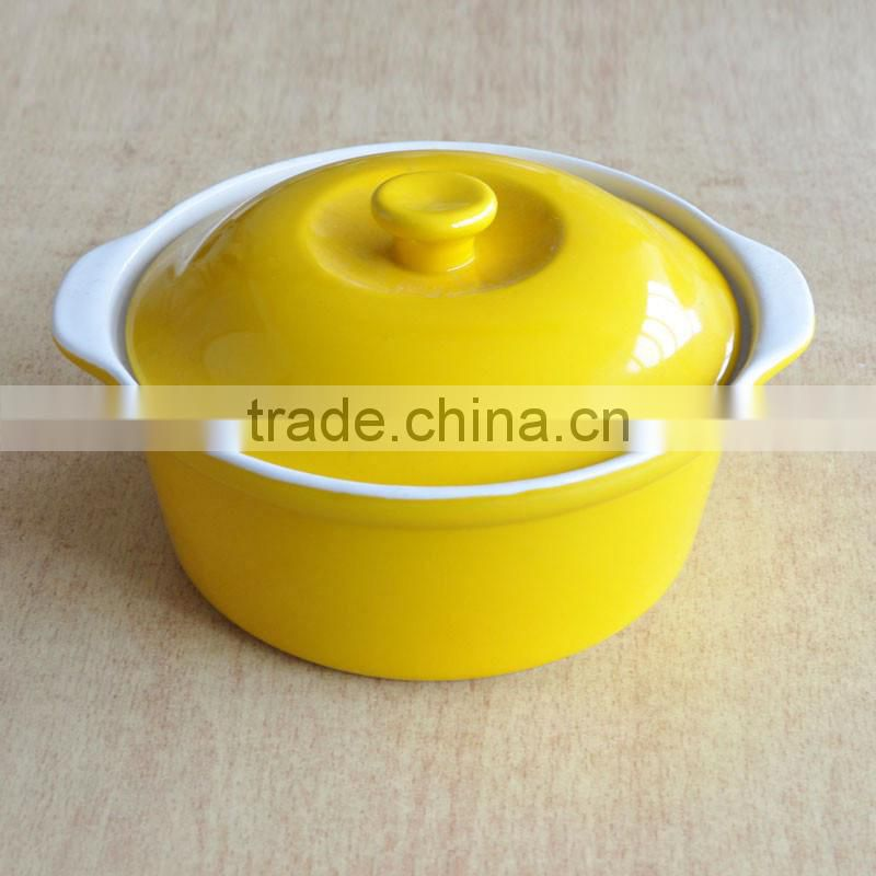 2-tone solid color stoneware soup bowl with glass lid