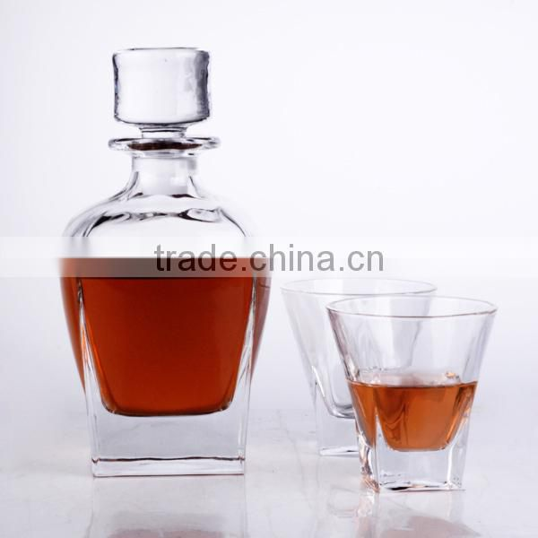 2015 New elegant clear glass bottle fancy shape wine decanter