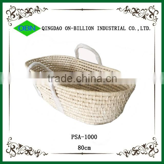 Portable corn husk mose basket for baby carrying