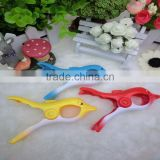 New design animal shape lovely plastic beach towel clips