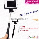 Extendable monopod selfie stick with cable