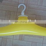 Inflatable air clothes hanger