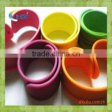 cheap customa cool silicone slap rubber bands bracelet for promotional gift