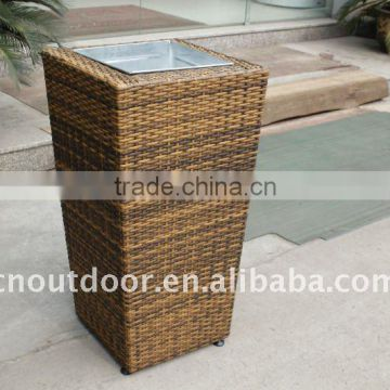 Popular PE rattan planter used for home and garden