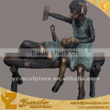 Brass life size outdoor boy and girl reading book on beach sculpture for decoration BFS-B058W