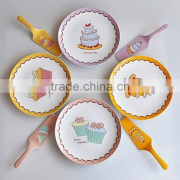 Porcelain cake plate with server