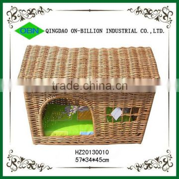 Wicker pet basket with mat