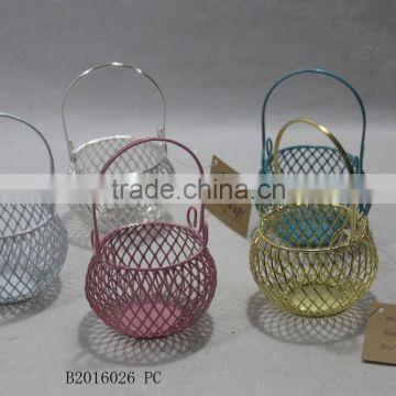 Round metal gift basket with a handle for wedding decoration