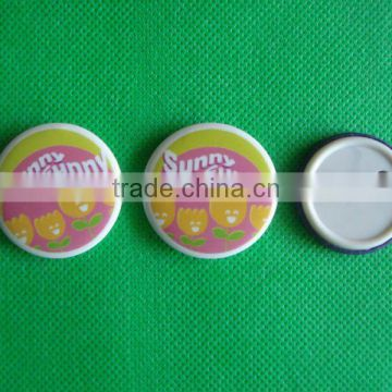 Button badge with plastic base