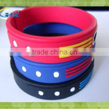 cheap silicone bracelet with heart design
