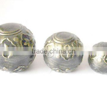 Decorative spheres of Metal in gold fnish