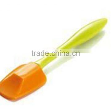 2015 Hot Selling Good Kitchenware Silicone Knife shape spatula