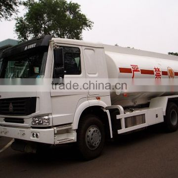High-quality HOWO oil tank transporting truck 10 wheels