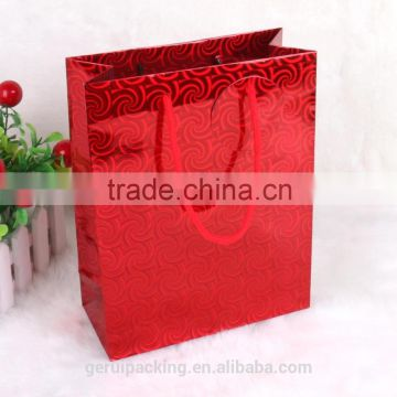 God quality 157gsm red hologram paper gift bag with round paper tag
