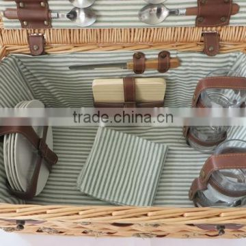 Large size wicker material traditional picnic basket for 4 persons