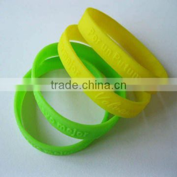 Single color silicone bracelet or wristband
