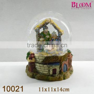 Hot sale custom polyresin water globe