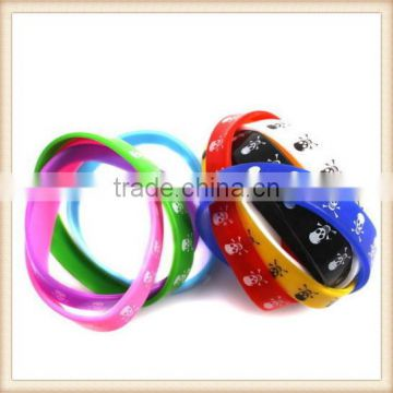 Skull Design Rubber Band Style Bracelet Ideal for Halloween (choice of colours)