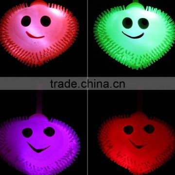 Heart shaped TPR children puffer ball with emoji light up kids emoji toy with yoyo
