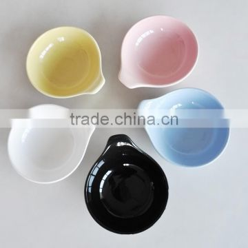 ceramic solid color bowl with handle