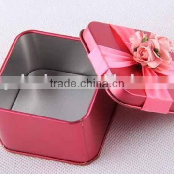 square metal with rose ribbon/gift box