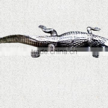 NICKLE PLATED METAL CROCODILE STATUE FOR HOME & GARDEN DECORATION, GARDEN DECORATION CROCODILE