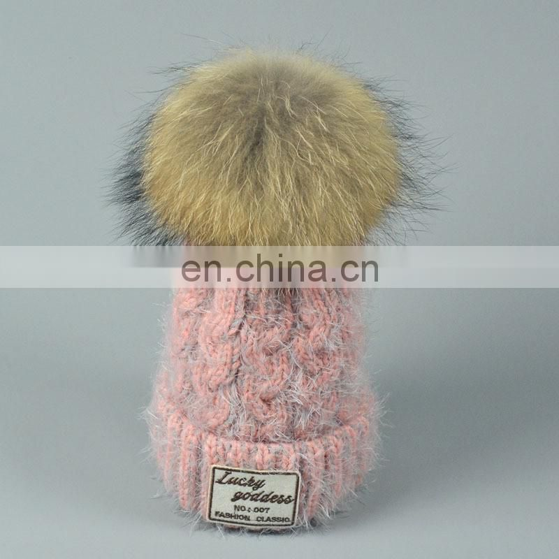 China Supplier Knitted Hats with Raccoon Fur Pompoms Fleeces Caps