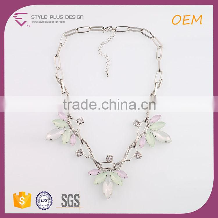N74313K01 STYLE PLUS statement necklace with special design thick chain light color resin necklace designs in retail