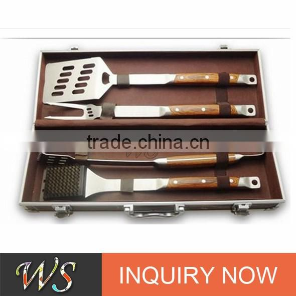 Famous hot selling 2017 trending products wooden handle bbq tool set