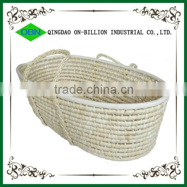 Hand woven maize straw portable baby carrier basket for baby sleeping