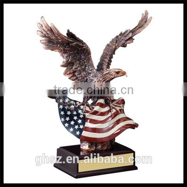 Custom trade assurance resin american eagle flag sculpture award trophy
