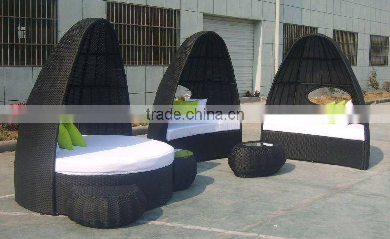 PE rattan lounge or leisure wicker sunbed