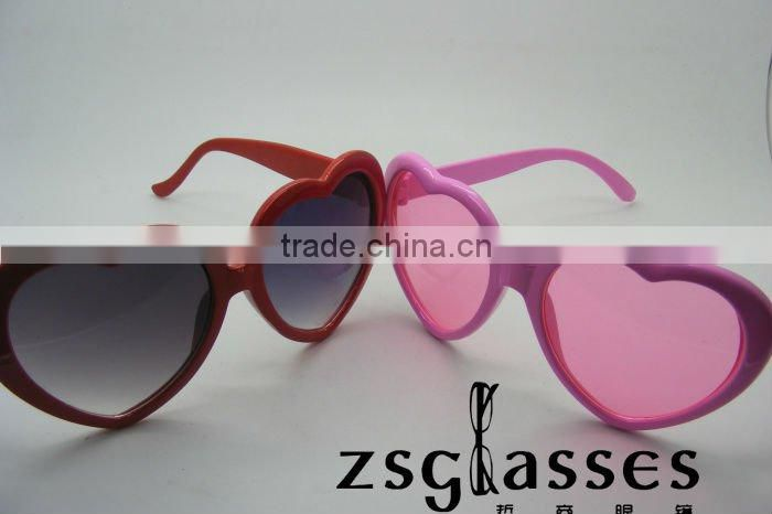 Cheap custom designer heart shaped sunglasses/party sunglasses