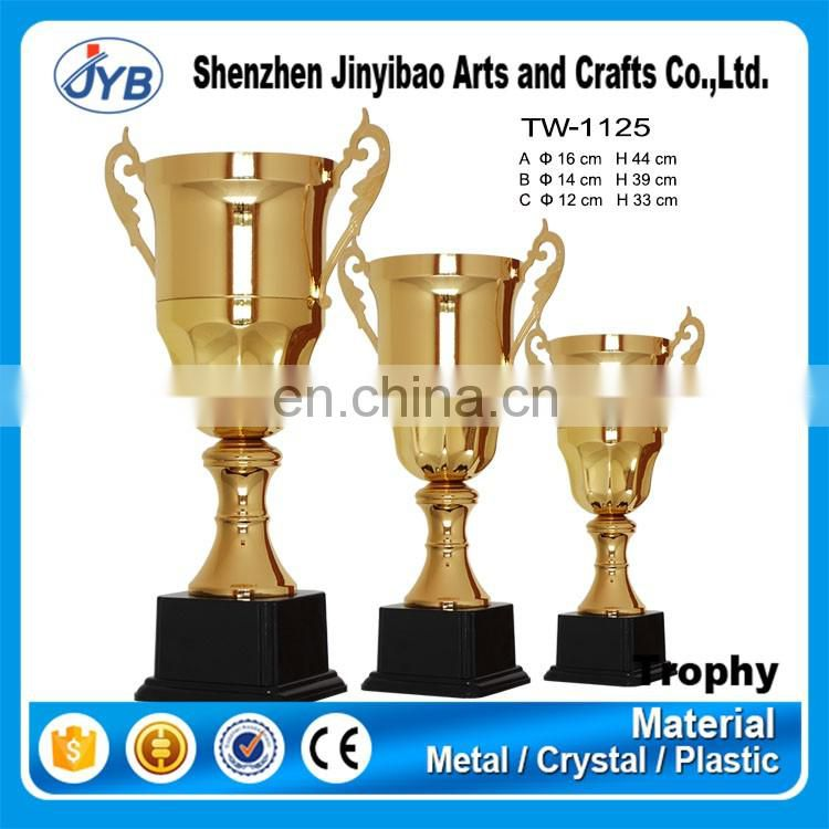 China supplier 2017 wholesale various design football soccer trophy