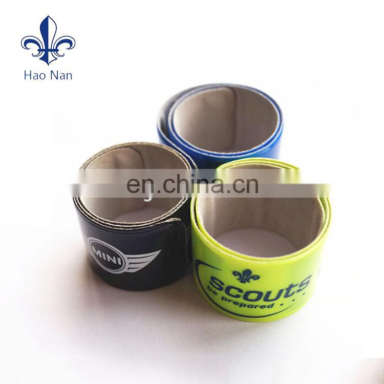 Custom cheap 23(length) * 3(width) silicone rubber snap bracelets