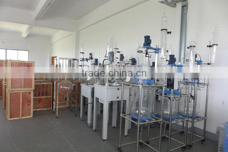 Vacuum distillation equipemnt with PTFE discharge valve