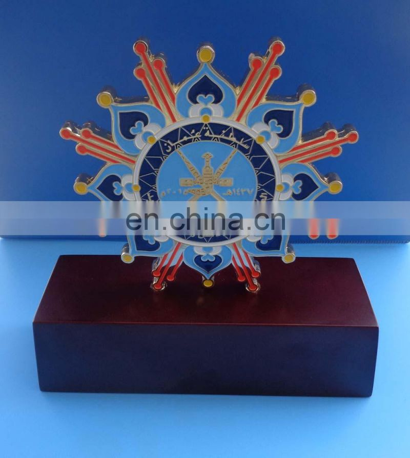 Qatar national day flag metal trophy with wooden base