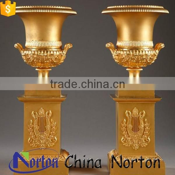 Pairs of gilt bronze vases chiselled with twisted patterns NTBF-FL009L