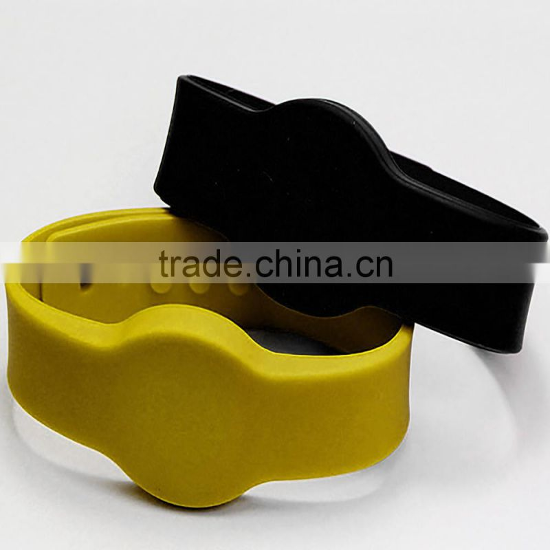 Cheap Silicone Custom Rfid Bracelet Price /NFC Bracelet For Tracking in Swimming Pool