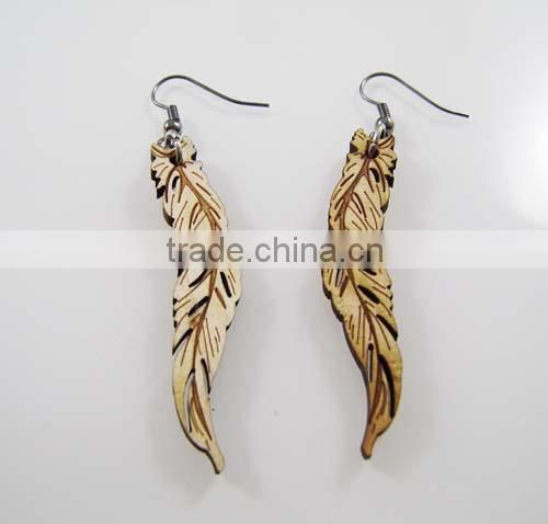 Good Quality HIP HOP WOOD Earrings Sexy lips Wooden Charm Post Pin Type