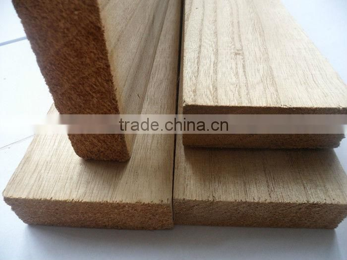 Thin wood strip supporting plaster